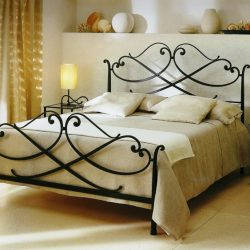 1. Кровать кованая