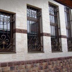2. Кованые решетки на окна