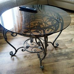 2. Кованый стол
