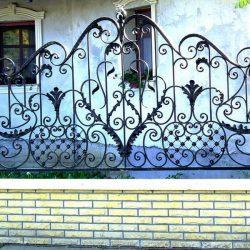 2. Кованый забор
