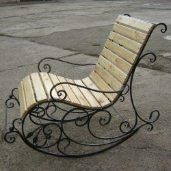 3. Кованый стул