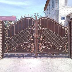 3. Ворота кованые